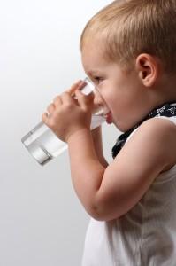 por que tenemos que beber agua