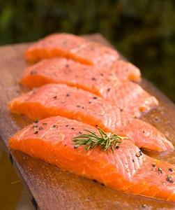 alimentos que contienen la vitamina d el salmon es de los mejores