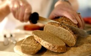 fibra en los alimentos pan integral grano entero